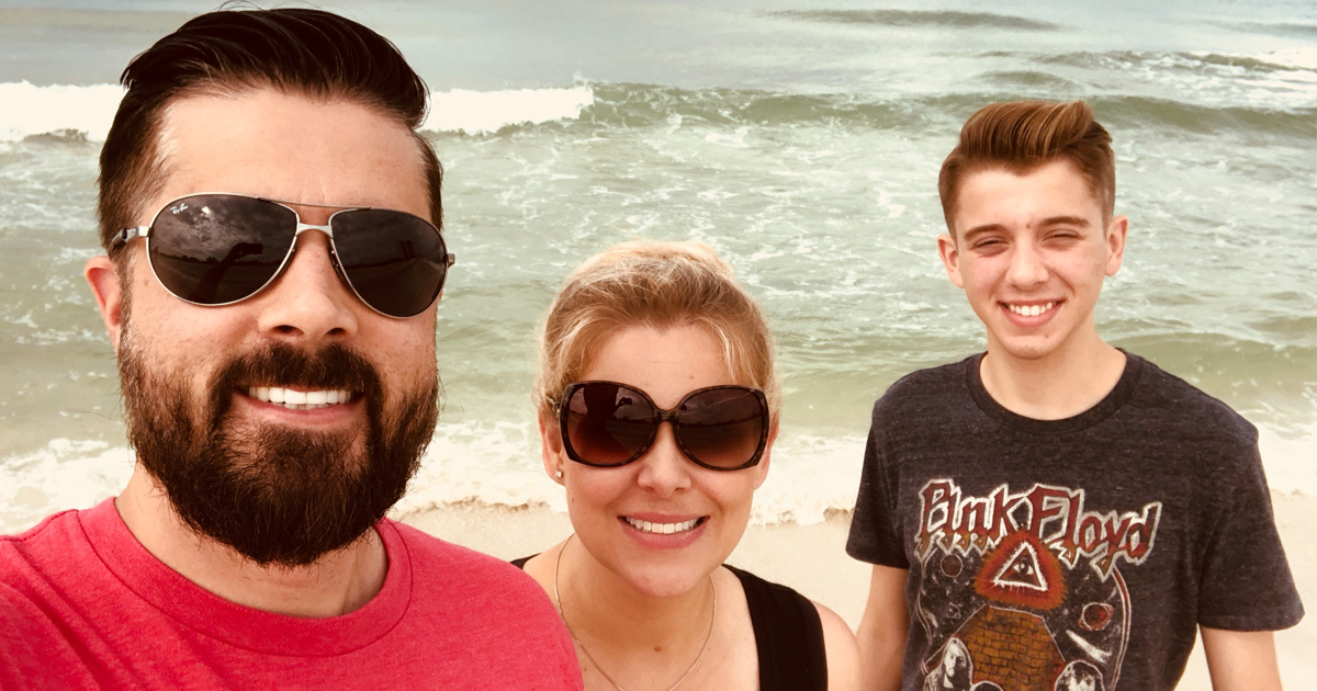 How to Enjoy time at the beach and still run successful marketing campaigns with Derek Pierce and his cutting edge SEO strategies
